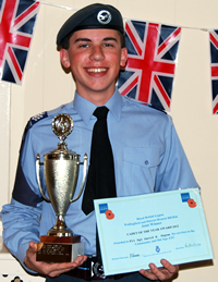 20120612_Gliding_Success_and_Community_Award_for_Wallingford_sub
