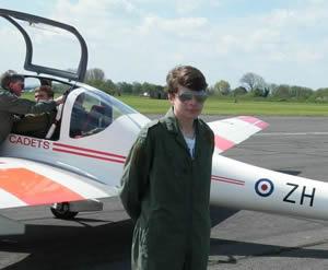 20130507_Brize_Norton_Squadron_takes_to_the_air_sub